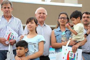 El gobierno provincial entregó 17 viviendas en el barrio Acería