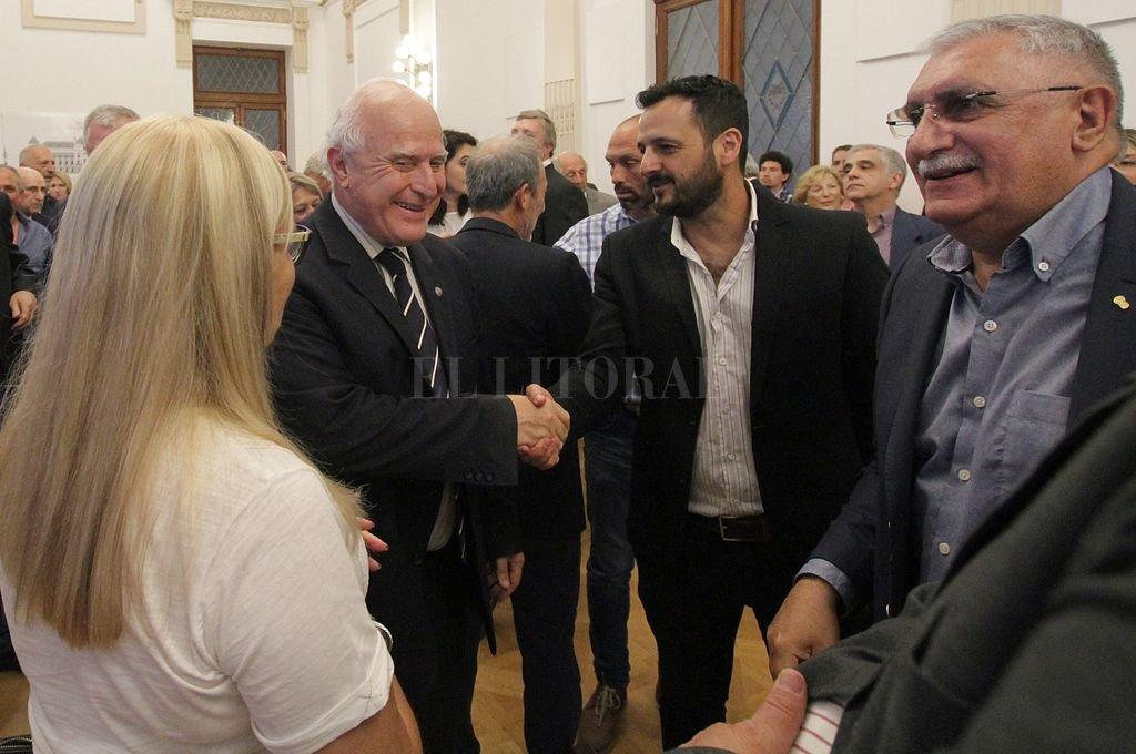 Lifschitz saludó a los integrantes del Consejo antes del inicio del acto de clausura. Crédito: Pablo Aguirre