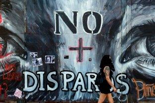 La policía de Chile suspende el uso de balines de goma