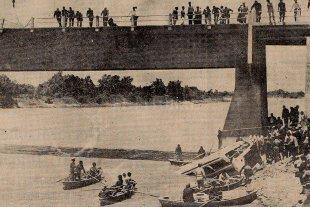 Se cumplen 49 años de la tragedia del puente sobre el Arroyo Leyes - El ómnibus salió de control y tras romper parte de la baranda se precipitó a las aguas del arroyo Leyes desde una altura de 6 metros. -