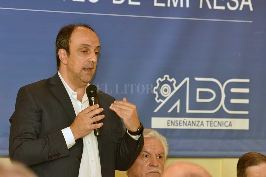 """Panel. El intendente y """"El Cambio en Santa Fe"""", en la Asociación de Dirigentes de Empresas. Crédito: Flavio Raina"""