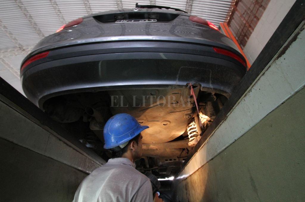 Revisión. La RTO permite verificar las condiciones mecánicas de seguridad de los vehículos. Crédito: Mauricio Garín / Archivo