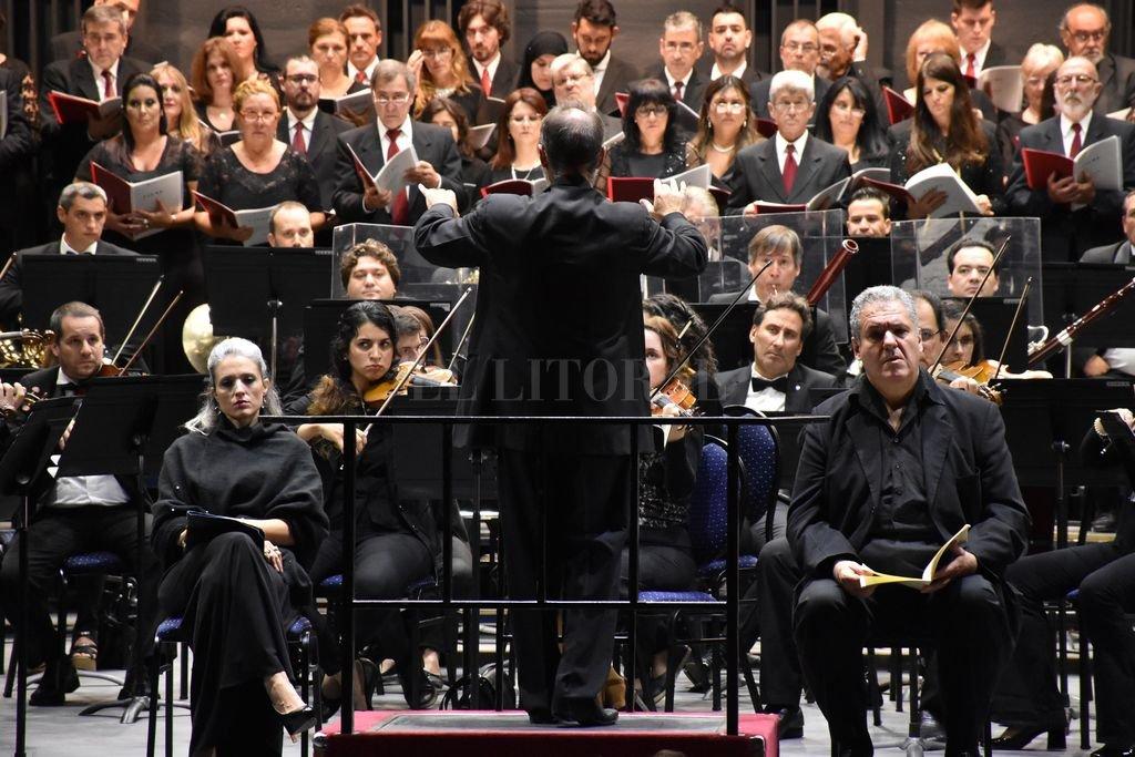 La Orquesta y el Coro durante un concierto realizado en el mes de abril de este año.  <strong>Foto:</strong> Archivo El Litoral / Manuel Fabatía