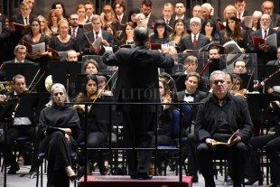 """El sábado será el concierto """"Cantemos con los coros""""   - La Orquesta y el Coro durante un concierto realizado en el mes de abril de este año.  -"""