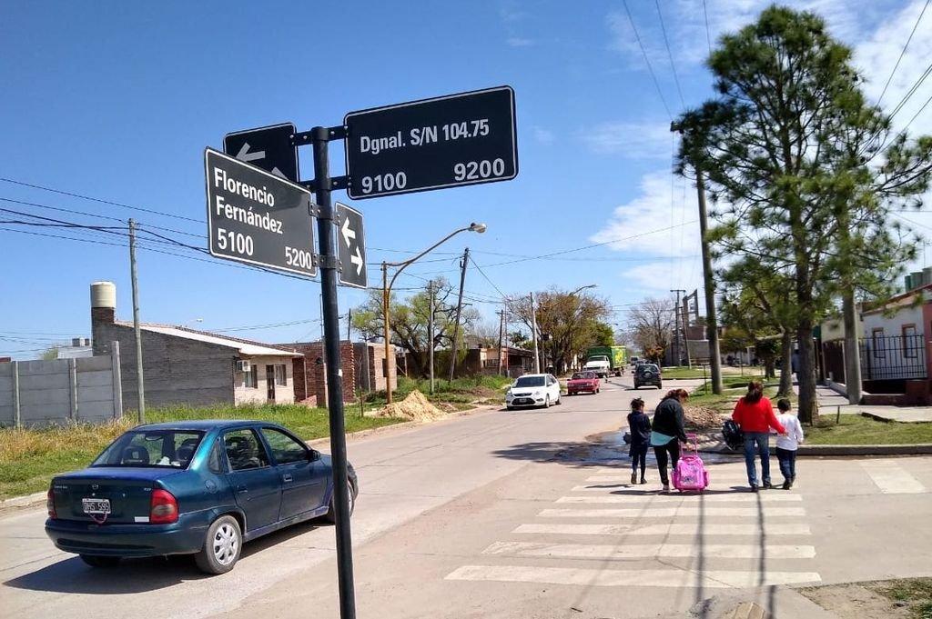 En el registro gráfico se muestra la calle que originalmente se llama Cacique Andresito, pero en una cuadra figura como Diagonal s/n 104,75. Es paralela a Servando Bayo, que sigue hacia el este. <strong>Foto:</strong> El Litoral