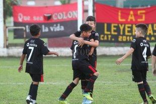 """Suspenden la actividad en la Escuelita de fútbol Sabalera - Festejo de los niños durante el torneo """"El Diablito""""."""