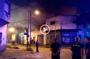 Video: voraz incendio en una fábrica de Buenos Aires