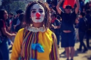 Chile: una joven artista callejera apareció ahorcada