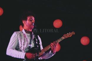"""""""Fuerza Natural Tour, Gustavo Cerati, en vivo en Monterrrey, MX, 2009"""" - Un show de 25 canciones, presentado en dos actos; el primero, con """"Fuerza Natural"""" de principio a fin, y el segundo, con los mejores éxitos de la carrera solista de Gustavo. -"""