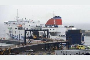 Hallaron 16 migrantes encerrados en un contenedor que iba a Irlanda
