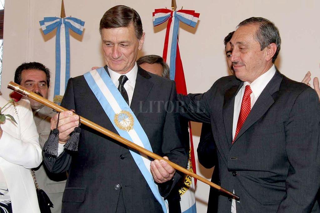 Traspaso de mando entre Jorge Obeid y Hermes Binner. <strong>Foto:</strong> Archivo El Litoral