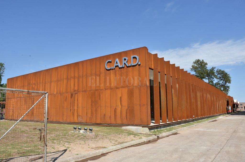 Por afuera. La nueva fachada que tiene ahora el gimnasio del CARD, dentro de un polo deportivo de excelencia.  <strong>Foto:</strong> Flavio Raina