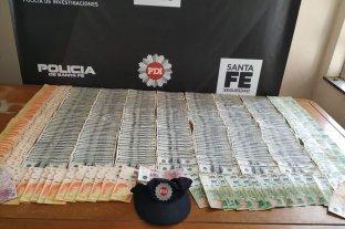 Millonario robo de una empleada infiel - Con parte del botín, los ladrones compraron una camioneta, un equipo de música y zapatillas, entre otras cosas.