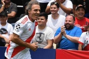 Las leyendas de River y Flamengo jugaron un partido en el Fan Fest