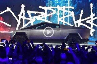 """Video: Tesla presentó su pick up supuestamente """"irrompible""""... pero algo falló"""