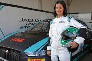 Una mujer saudita compitió por primera vez en una carrera automovilística en su país