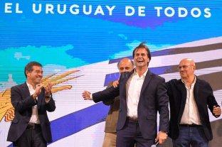 Elecciones en Uruguay: Lacalle Pou saca ventaja pero deberá esperar el recuento final