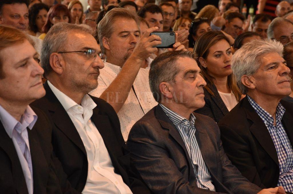 Los senadores Alcides Calvo y Armando Traferri en el acto organizado por el gobernador electo Omar Perotti, Crédito: Guillermo Di Salvatore