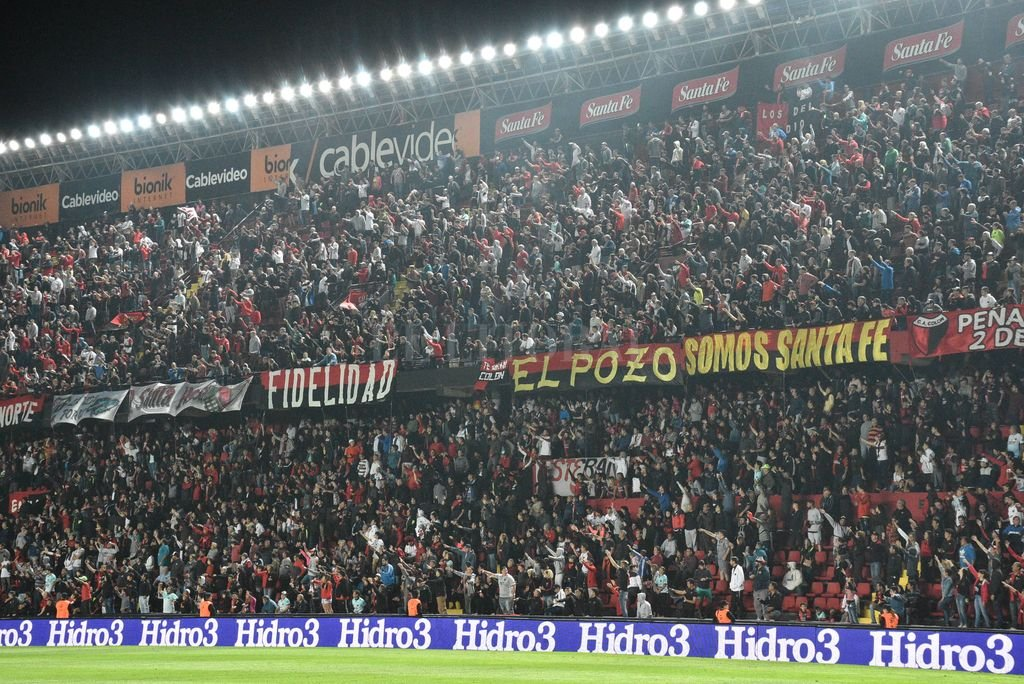 Los hinchas Sabaleros deberán asistir con tiempo al estadio <strong>Foto:</strong> Luis Cetraro