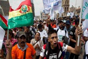 Bolivia: los cocaleros  mantienen carreteras bloqueadas