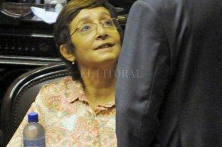 La senadora Mirkin se llamó a silencio obre la denuncia contra su primo