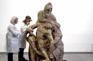 Restauran en público La Piedad de Florencia, la obra de Miguel Ángel