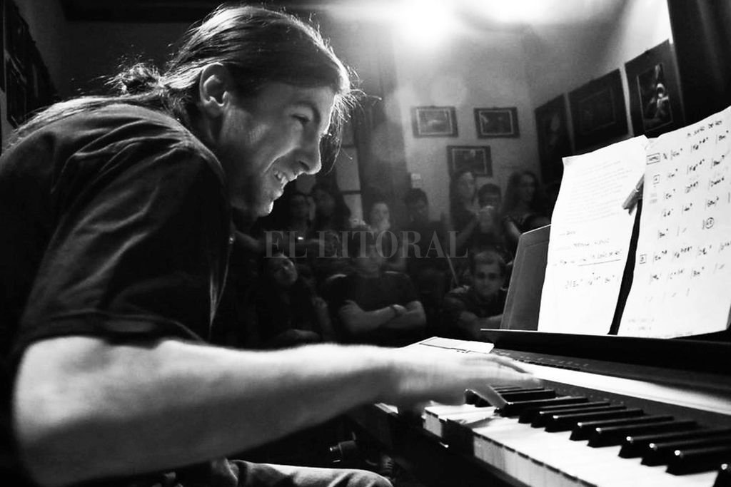 La figura nacional del jazz santafesino se presentará en solitario, combinando las sonoridades del piano y los sintetizadores. <strong>Foto:</strong> Gentileza producción