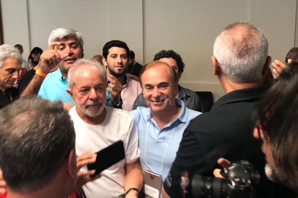 Eduardo Di Pollina con el dos veces presidente Ignacio Lula Da Silva, en San Pablo. <strong>Foto:</strong> Captura de Internet