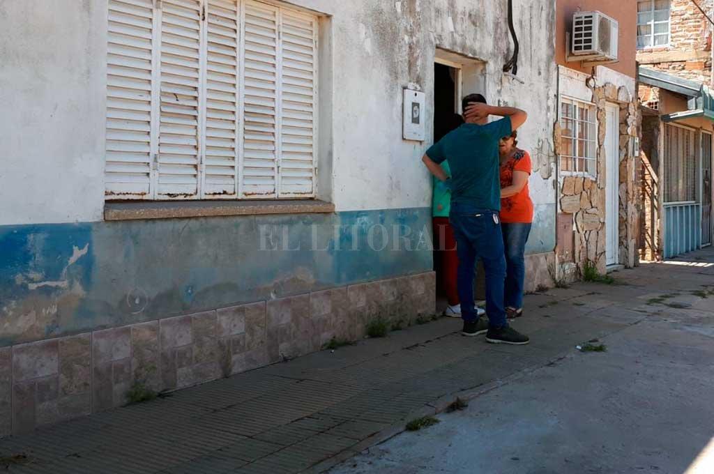 Los investigadores volvieron a la escena del crimen y tomaron contacto con familiares de la víctima. <strong>Foto:</strong> Danilo Chiapello