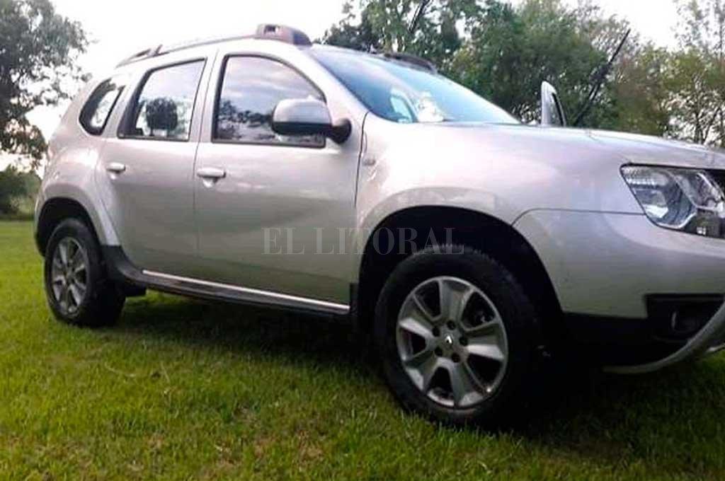 La Renault Duster, propiedad de las víctimas, con la que se fugaron los delincuentes. <strong>Foto:</strong> Gentileza
