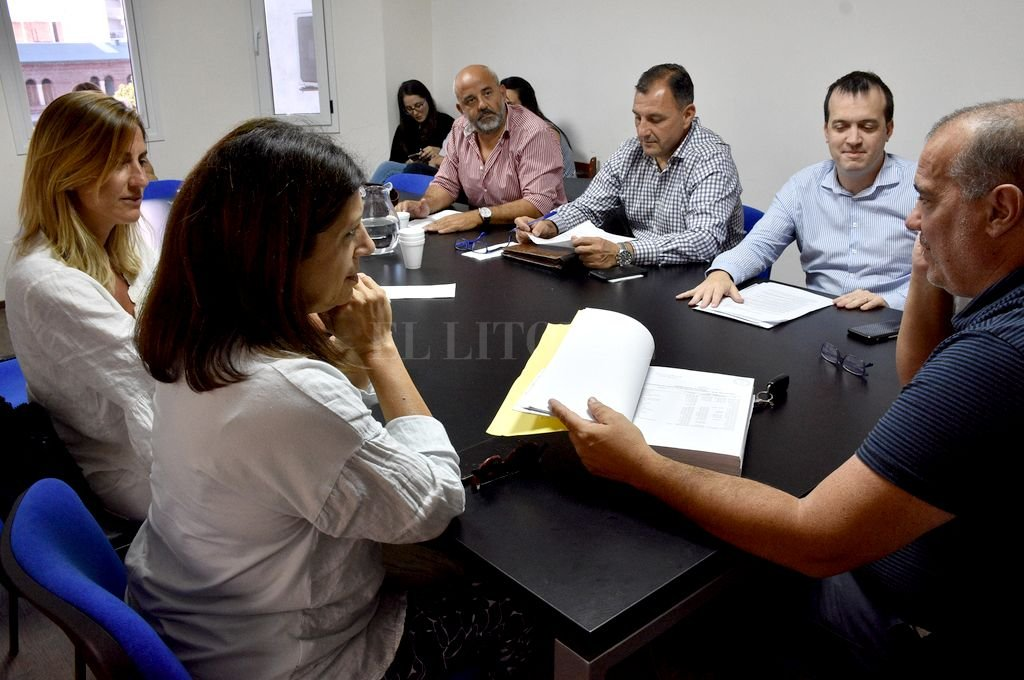 Sesión de la Comisión de Presupuesto que se desarrollaba este miércoles en la Legislatura santafesina. Crédito: Luis Cetraro