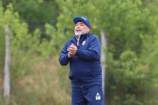 Tres cambios dispuso Maradona en Gimnasia para visitar a Banfield