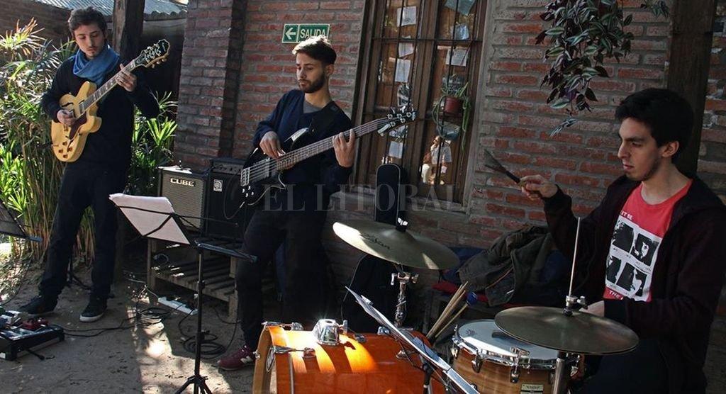 GPS Trío: Marcelo Gastaldi en guitarra, Iván Petrich en percusión y Lautaro Santapaola en bajo. <strong>Foto:</strong> Gentileza producción