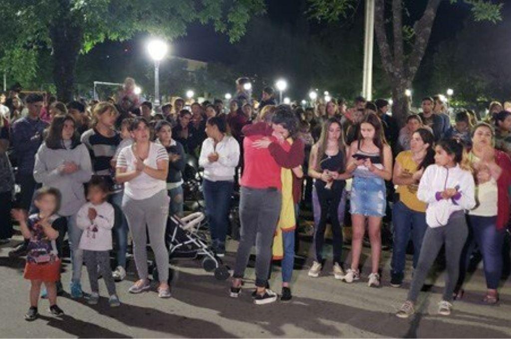 La familia de la víctima pidiendo justicia.  <strong>Foto:</strong> Gentileza
