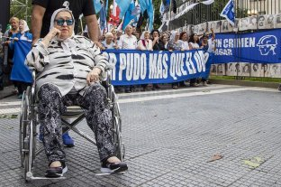 Madres de Plaza de Mayo marcha contra el Gobierno y para despedir a Macri