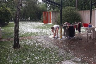 Granizo intenso en Villa Cañás