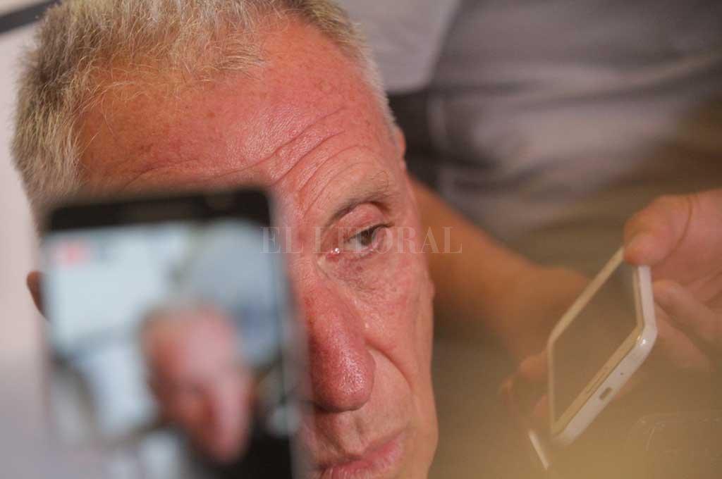 La pasó mal en Guayaquil. De manera increíble, el Dr. Luis Hilbert fue agredido y amenazado en la propia sede de la Federación Ecuatoriana de Fútbol (FEF) y por autoridades de la misma. Más allá de negarle la documentación que exige por el jugador Pinos, arquero de Independiente del Valle, fue muy mal tratado en la parte física en la casa mayor del fútbol ecuatoriano. Crédito: Pablo Aguirre