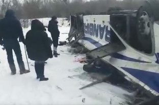Cayó un autobús a un río en Rusia