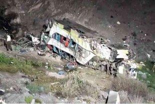 Chile: un autobús cayó por un barranco y dejó al menos 17 muertos
