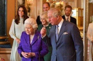 """Reino Unido: Isabel II considera retirarse y que Carlos sea """"regente"""""""