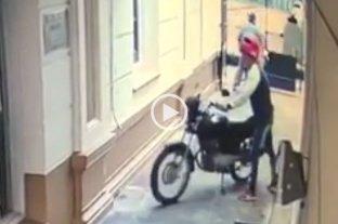 Video: dos minutos para robarse una moto de alta cilindrada en pleno centro
