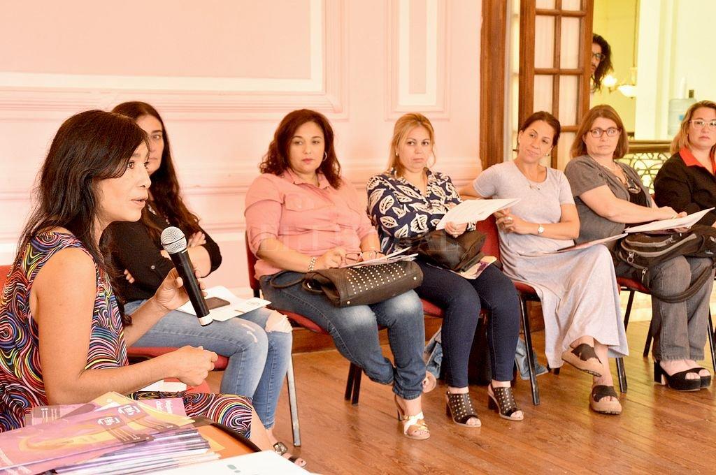 Ante representantes del Estado y de organizaciones comprometidas con la temática, Gabriela Sosa encabezó la discusión. Antes, el ministro Jorge Alvarez destacó el impulso dado a la cuestión de género en la actual gestión. Crédito: Flavio Raina