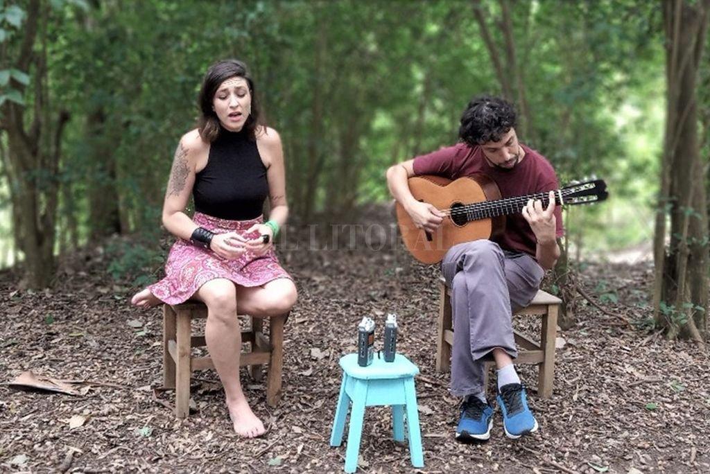 El sábado actuará el dúo conformado por Noelia García y Marco Kofman, potenciando el decir de la palabra con la calidez interpretativa. <strong>Foto:</strong> Gentileza producción