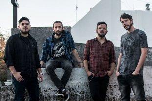 """Mastodonte cierra el año - Lisandro Chiabo (bajo), Chano De Giorgio (guitarra y coros) y la reciente incorporación, Sebastián """"Oso"""" Benaglio (batería), y Lucho Bonatti (voz). -"""