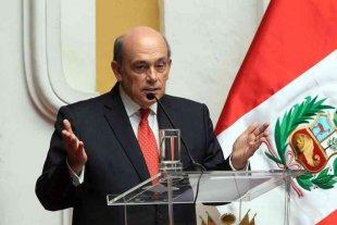 El candidato de Perú a presidir la OEA descartó el uso de la fuerza en Venezuela