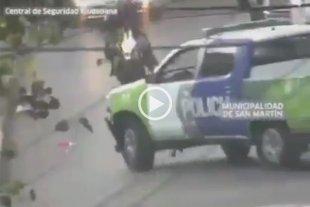 Video: Un ladrón muere tras chocar contra un móvil policial en una persecución