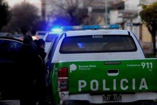 Balearon a una mujer policía, le robaron el arma reglamentaria y su chaleco antibalas