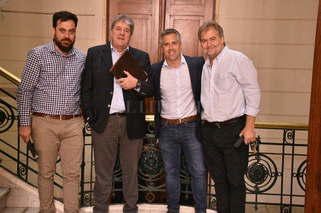 Germán Bacarella, Luis Rubeo, Leandro Busatto y Roberto Mirabella. Los diputados del PJ no entraron a la Asamblea Legislativa. <strong>Foto:</strong> Luis Cetraro