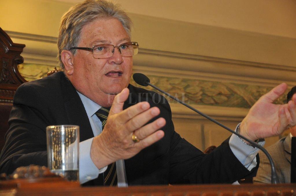 Carlos Fascendini se despidió de la Cámara de Senadores.  <strong>Foto:</strong> Archivo El Litoral