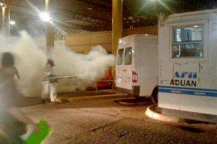 Fumigan pasos fronterizos ante la epidemia de dengue en Paraguay y Brasil